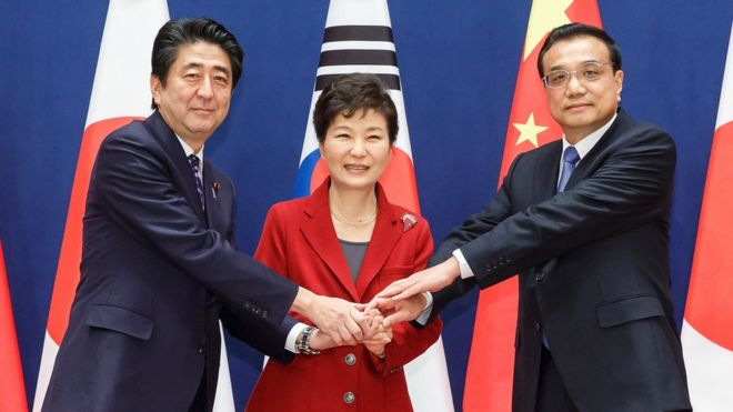 Japanese Prime Minister Shinzo Abe, South Korean President Park Geun-hye and Chinese Premier Li Keqiang meet for trilateral meeting in Seoul - 1 November