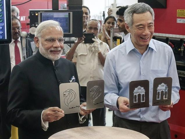 Prime Minister Narendra Modi and Singapore Prime Minister Lee Hsien Loong at the Institute of Technical Education College in Singapore on Tuesday.